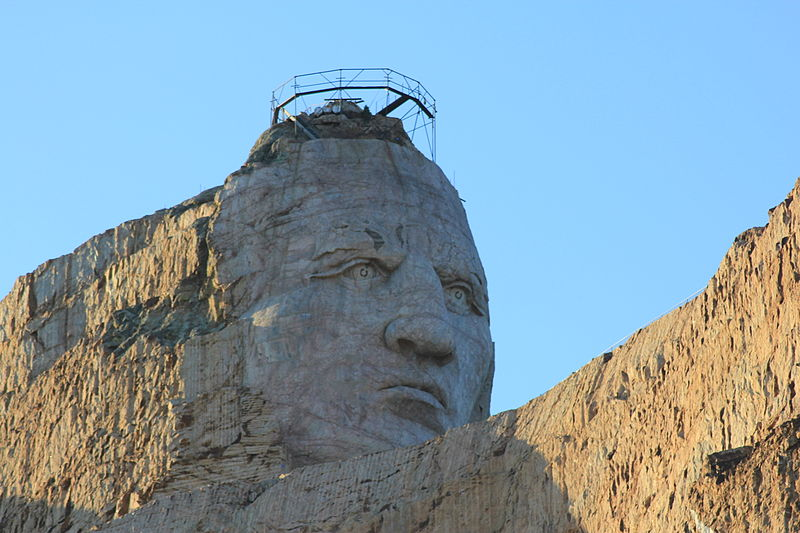 800px-Head_of_Crazy_Horse_Memorial