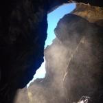 Zapata Falls, en regardant au ciel