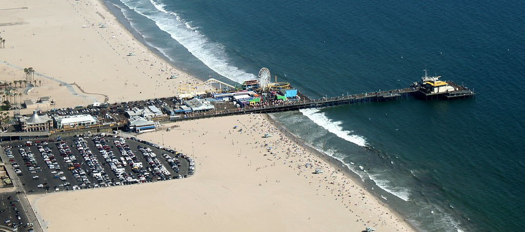 1024px-Aerial_Photo_of_Santa_Monica_Pier