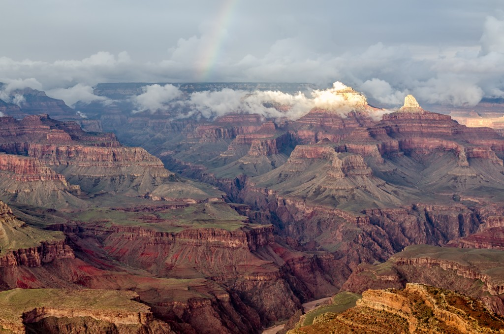 Grand_Canyon_Hopi_Point_with_rainbow_2013