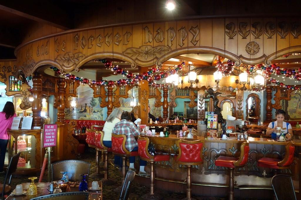 1280px-Restaurant_-_Madonna_Inn_-_DSC05860