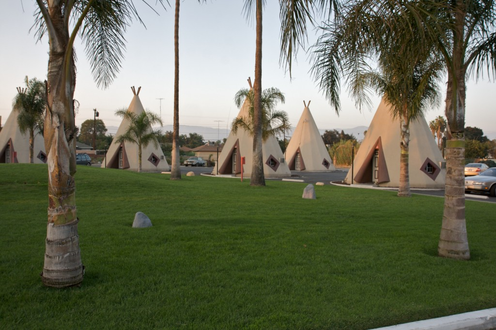 Another_wigwam_hotel_in_San_Bernardino