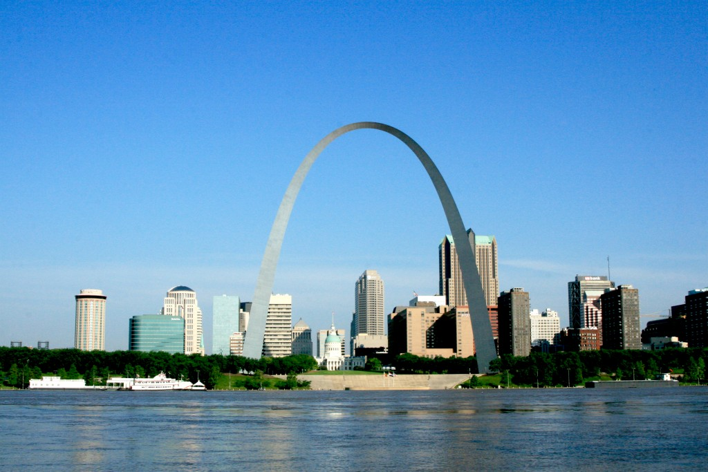 Gateway_Arch_as_seen_from_East_St._Louis,_IL_(5263761913)