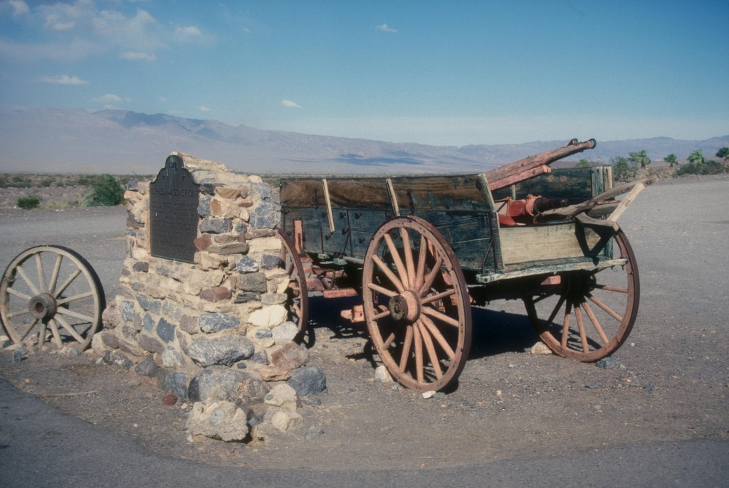 BURNED_WAGON_MONUMENT,_DEATH_VALLEY