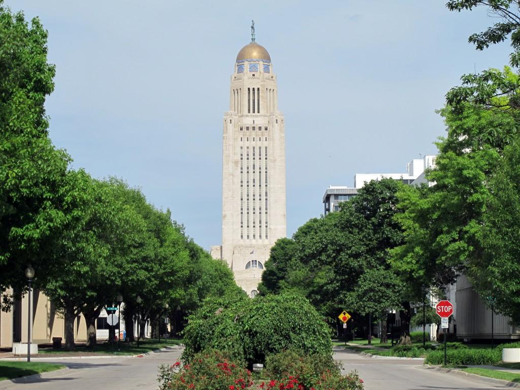 Nebraska_State_Capitol_as_seen_from_Lincoln_Mall,_Lincoln,_Nebraska,_USA