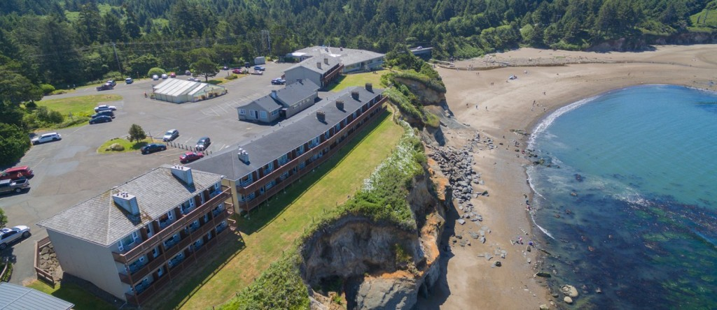Our-Depoe-Bay-Resort-Is-Situated-On-A-Cliff-Overlooking-Lincoln-Beach