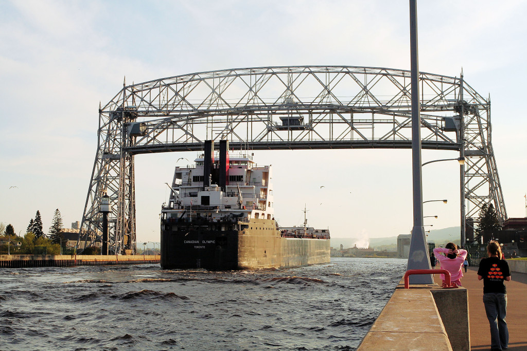 Under_the_Lift_Bridge,_Duluth
